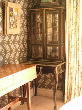 Image of cabinet  [Click here to close this image]